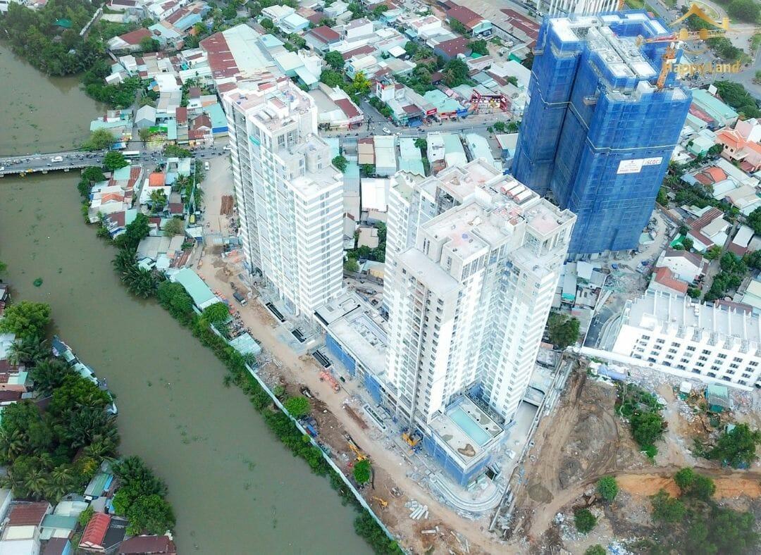 Tòa nhà gây chú ý về độ quy mô và nằm tại vị trí đắc địa kiến tạo không gian sống trong lành giữa lòng thành phố