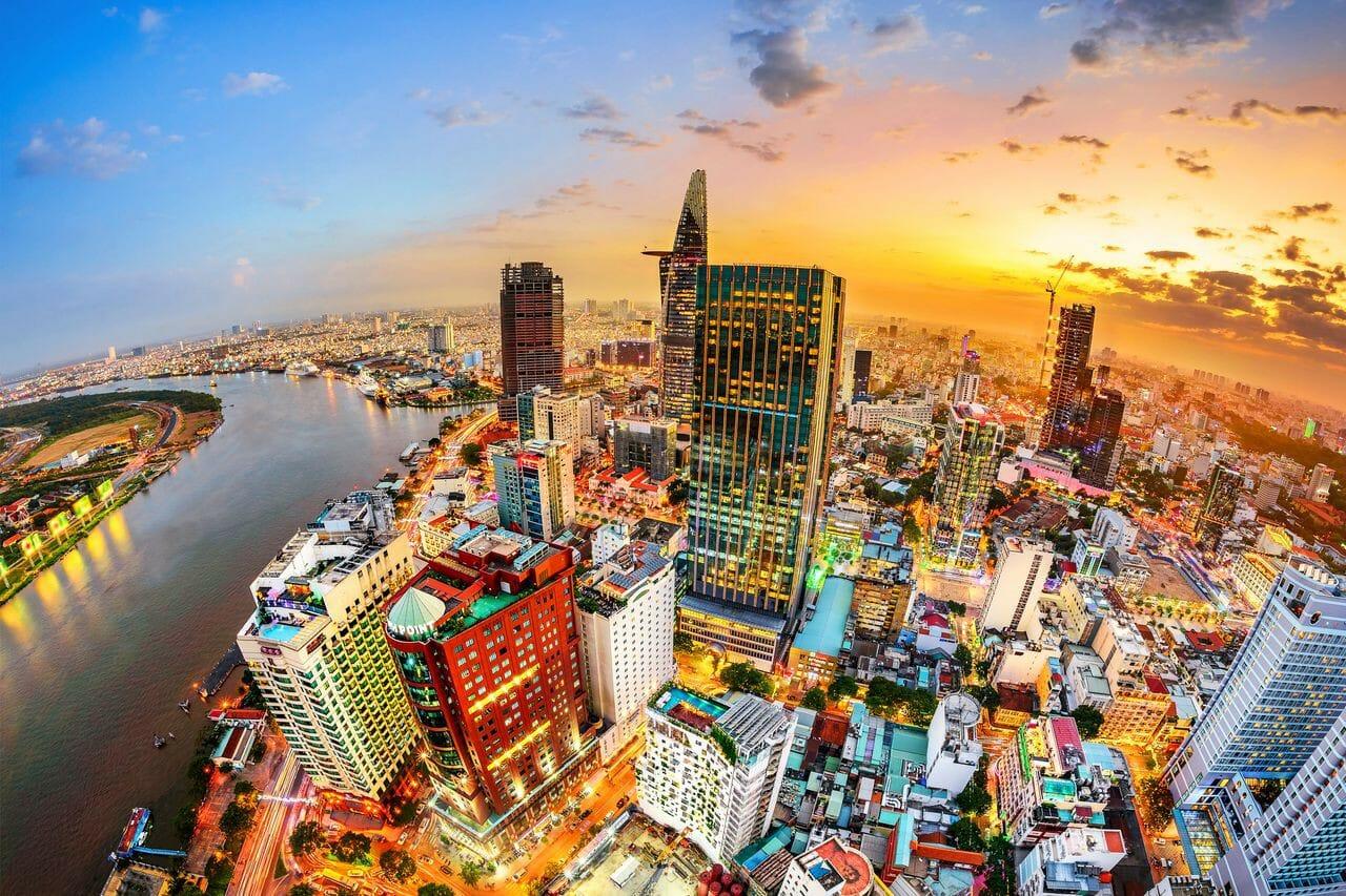Do chịu ảnh hưởng nặng nề của Covid-19 và xu hướng tiêu dùng tại Việt Nam cũng đang có sự thay đổi khi thương mại điện tử ngày càng phát triển.